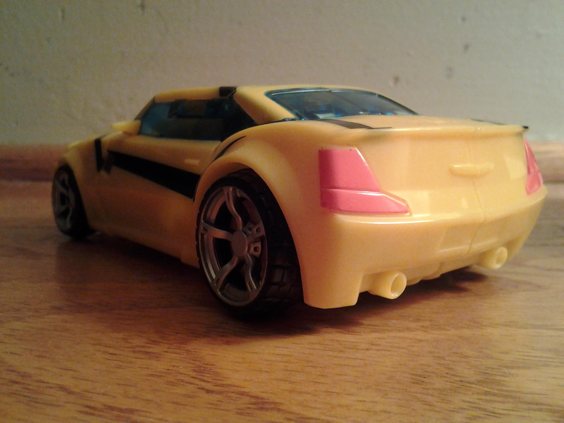 TFP FE Bumblebee-020413-feet-done-car.jpg