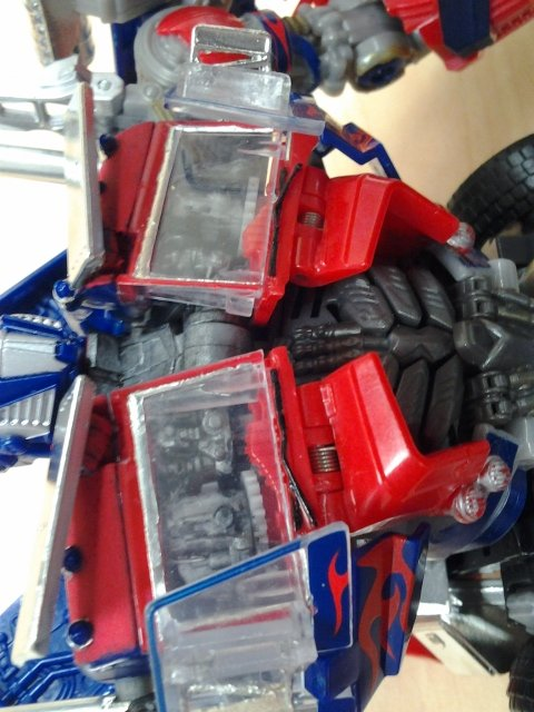 DotM Amazon Jetwing Optimus Prime-20140922-chest.jpg