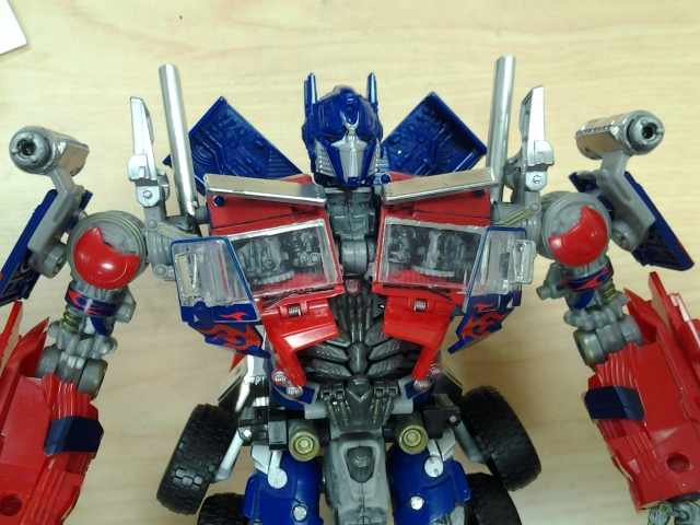 DotM Amazon Jetwing Optimus Prime-20140922-upper-body.jpg