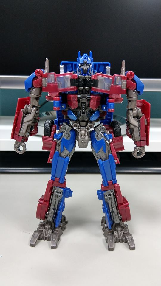 Transformers Studio Series Voyager Class Optimus Prime In