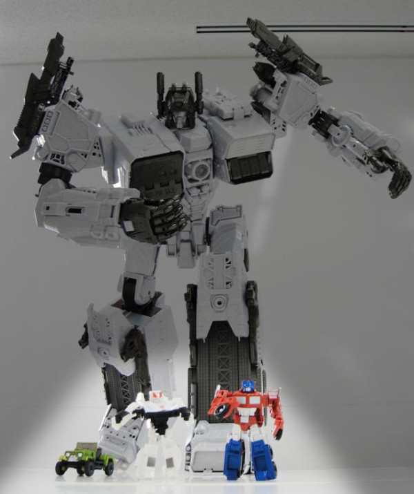 New pictures of Generations Metroplex and Scamper - plus size comparison with Legends-766975894.jpg