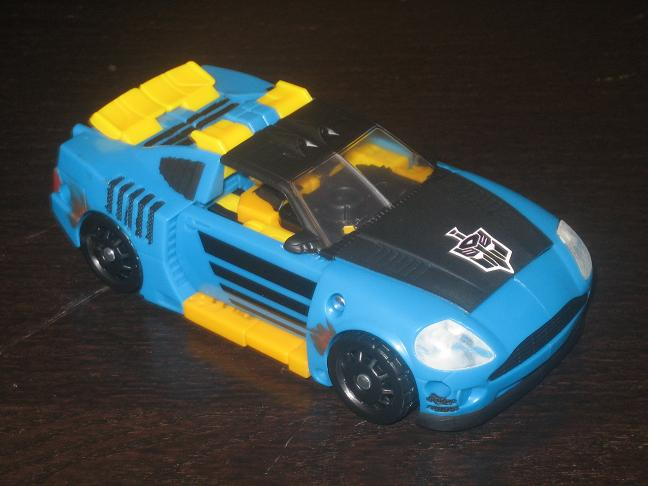BotCon 2008 Customizing Class Figure Revealed!-car.jpg