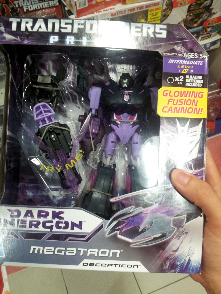 Dark Energon Voyagers sighted in Singapore retail-de_meg_1.jpg