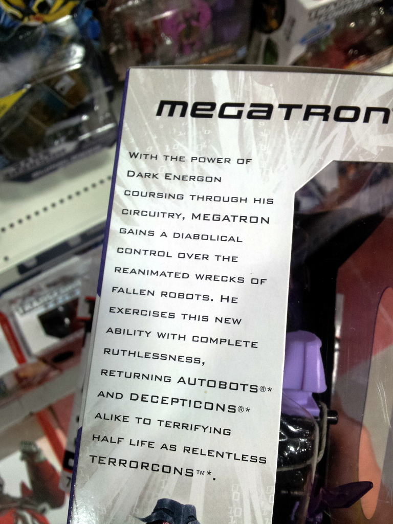 Dark Energon Voyagers sighted in Singapore retail-de_meg_bio.jpg
