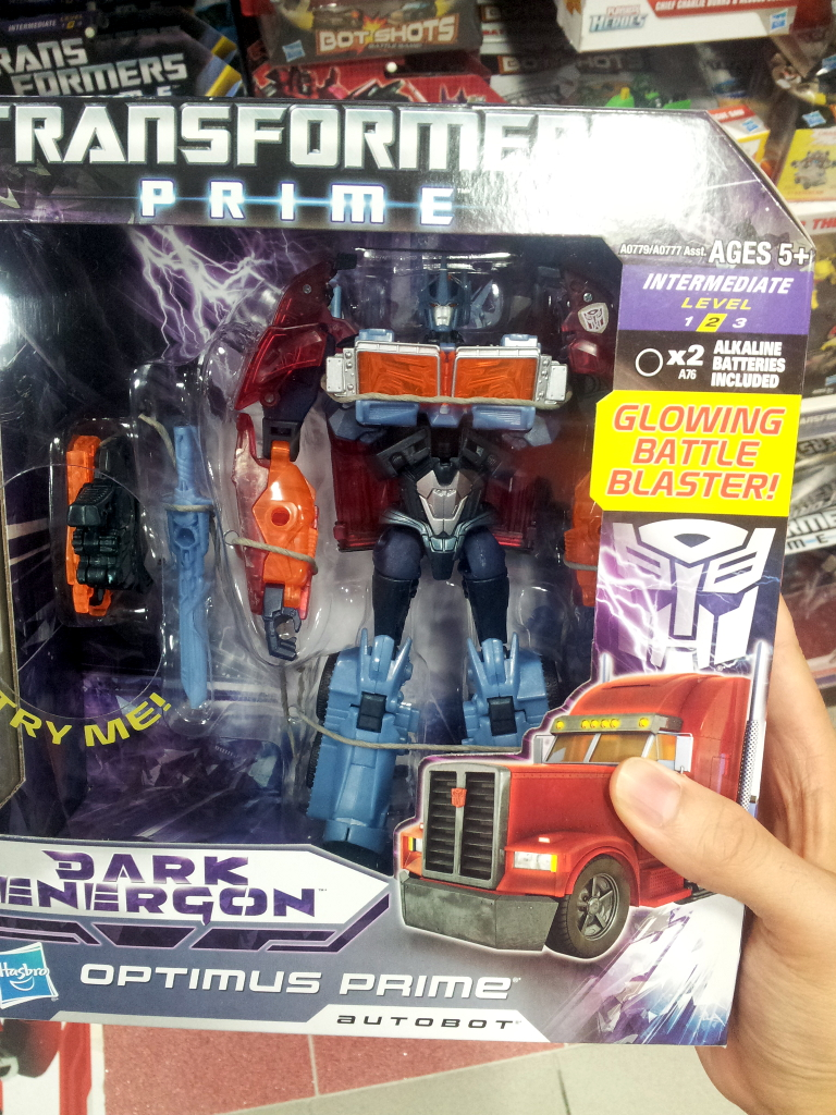 Dark Energon Voyagers sighted in Singapore retail-de_op_1.jpg