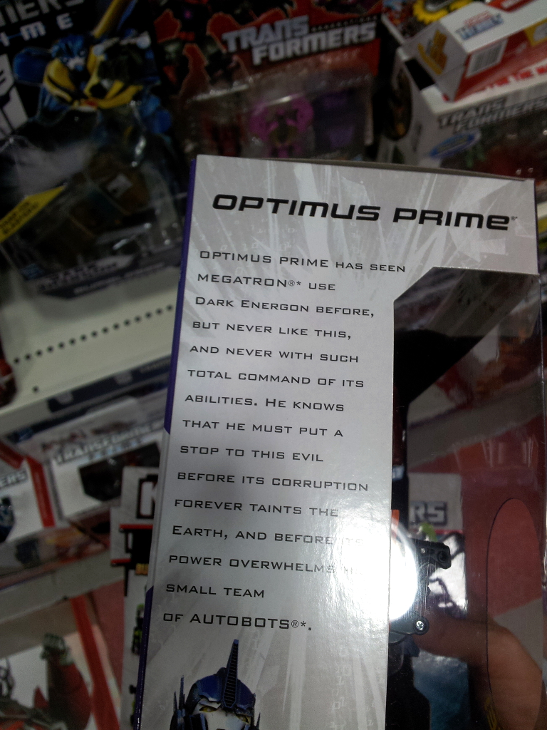 Dark Energon Voyagers sighted in Singapore retail-de_op_bio.jpg