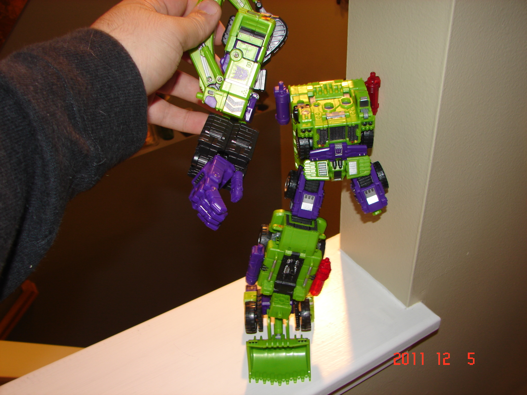 TFC Toys Structor in hand picture review!-dsc07131.jpg