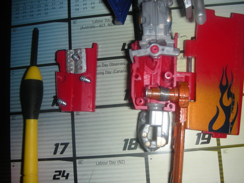 RotF Leader Optimus Prime - Enabling Removable Swords and MechTech Weaponry-dscn2124.jpg