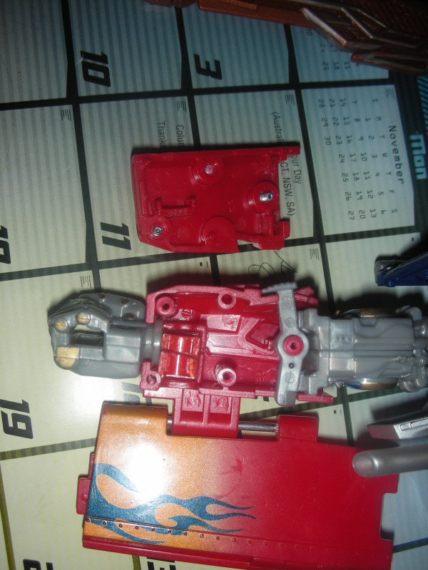 RotF Leader Optimus Prime - Enabling Removable Swords and MechTech Weaponry-dscn2130.jpg
