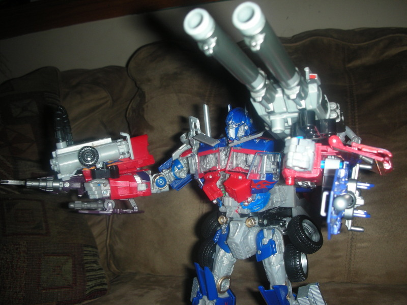 RotF Leader Optimus Prime - Enabling Removable Swords and MechTech Weaponry-dscn2154.jpg