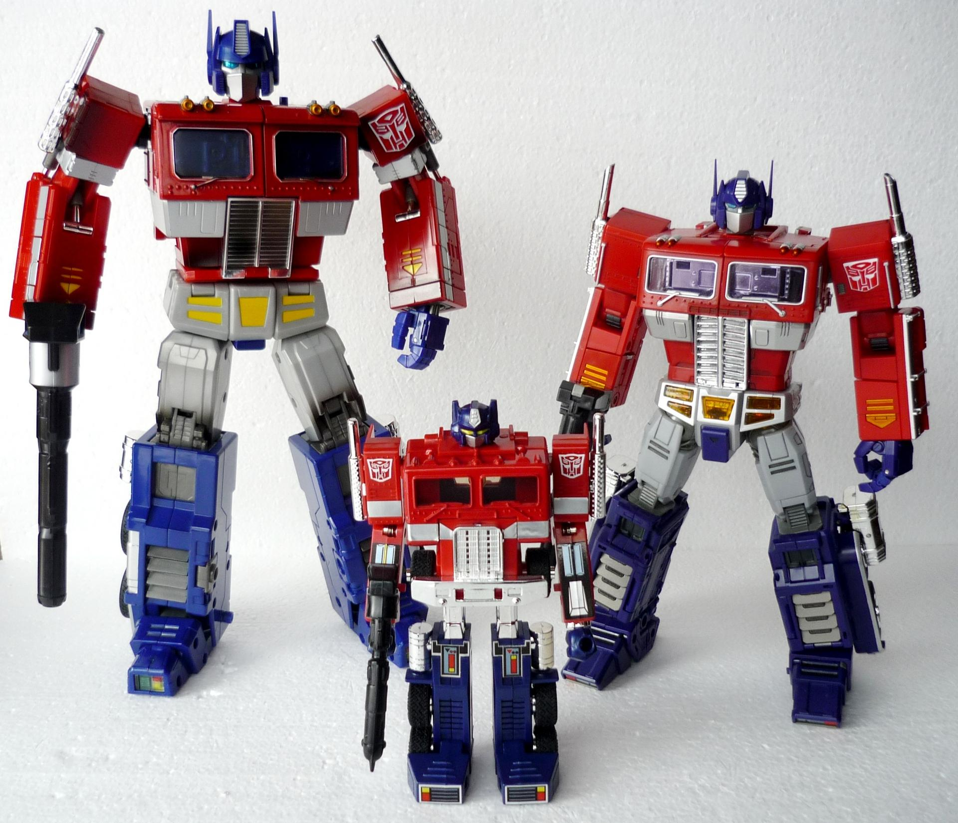 Review: Transformers Masterpiece MP-10 Convoy-g1groupshot2_sm.jpg
