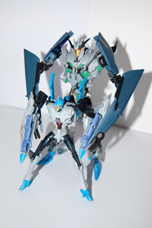 TF Prime Thunderwing Pretender (transformable!)-gp2.jpg