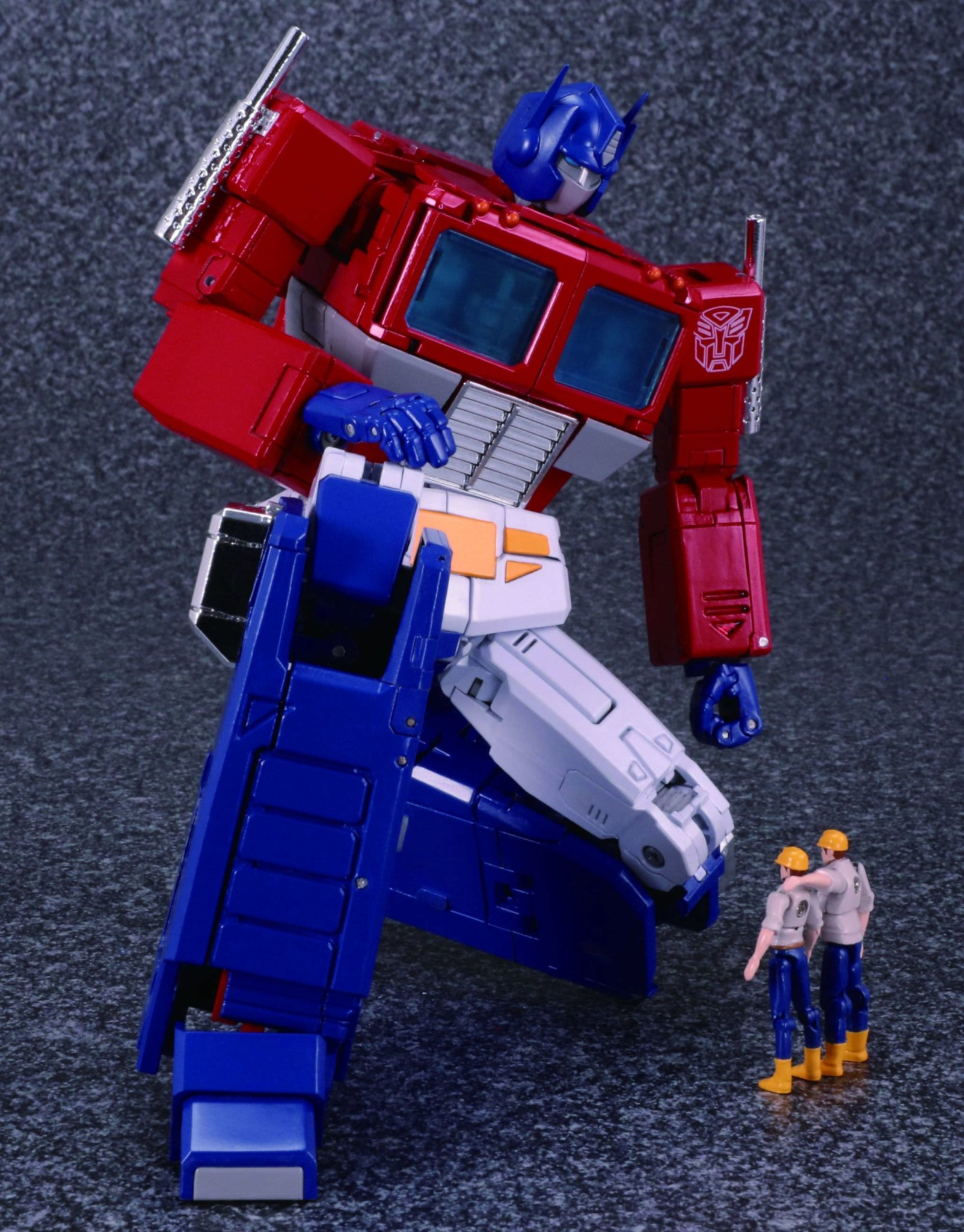 Hasbro-Takara-Transformers-Masterpiece-MP-44-Optimus-Prime-Version-3-Promo-08.jpg