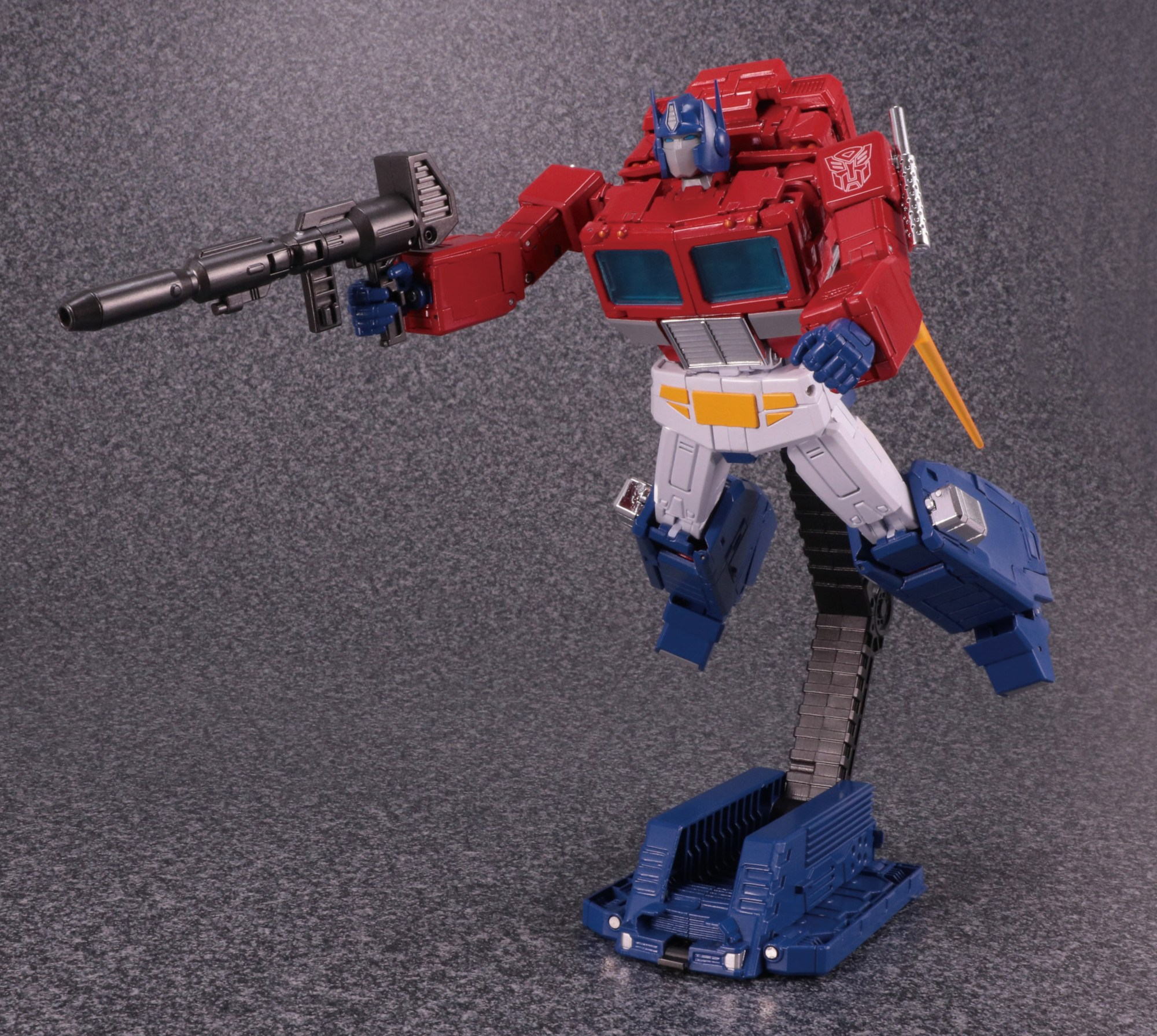 Hasbro-Takara-Transformers-Masterpiece-MP-44-Optimus-Prime-Version-3-Promo-19.jpg