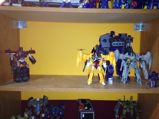 Bucket's 'Bots!-hos-shelf1.jpg