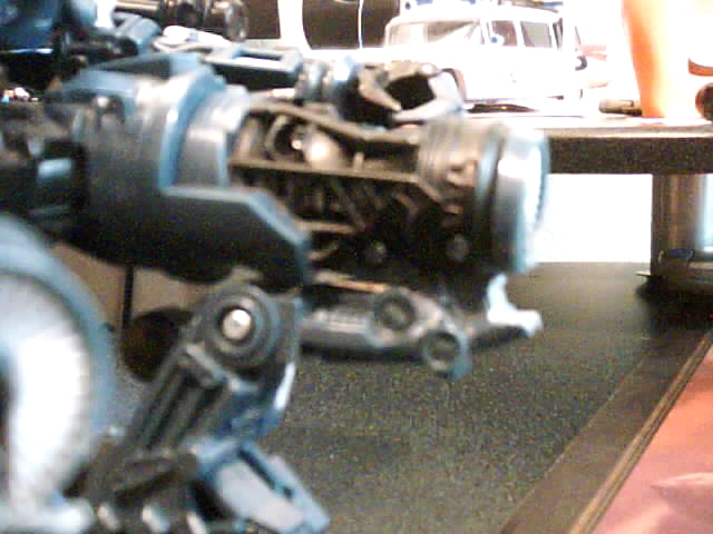 RotF Jetfire Knee Modification-knee-bent-all-way-closer.jpg