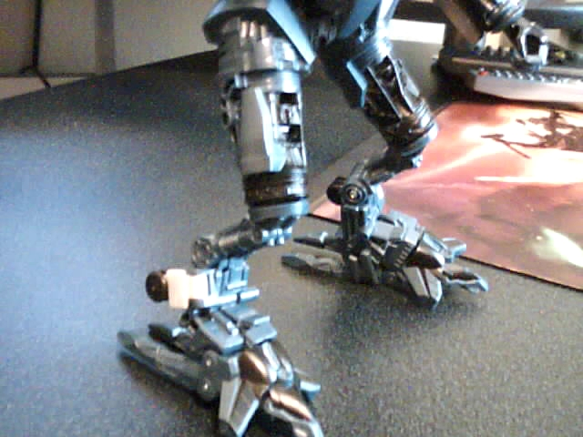 RotF Jetfire Knee Modification-legs-side.jpg