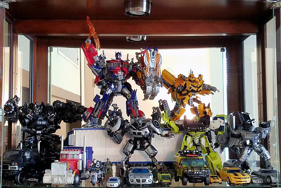 Movieverse_Autobots_Display.jpg