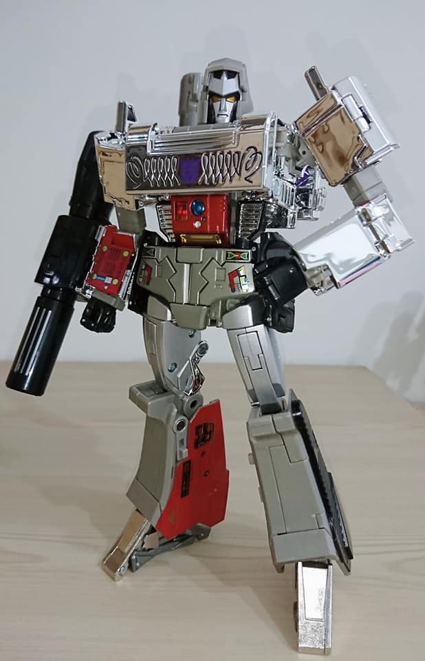 MP-29-Megatron-In-Hand-images-01.jpg