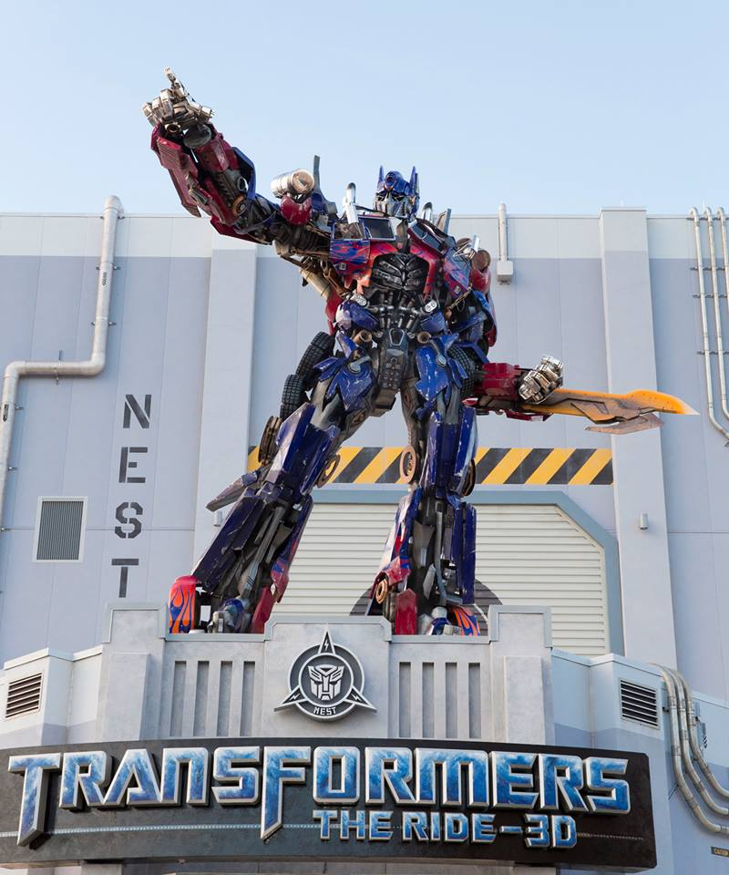 28ft tall Optimus statue at TF The Ride Orlando-optimus-tfride.jpg