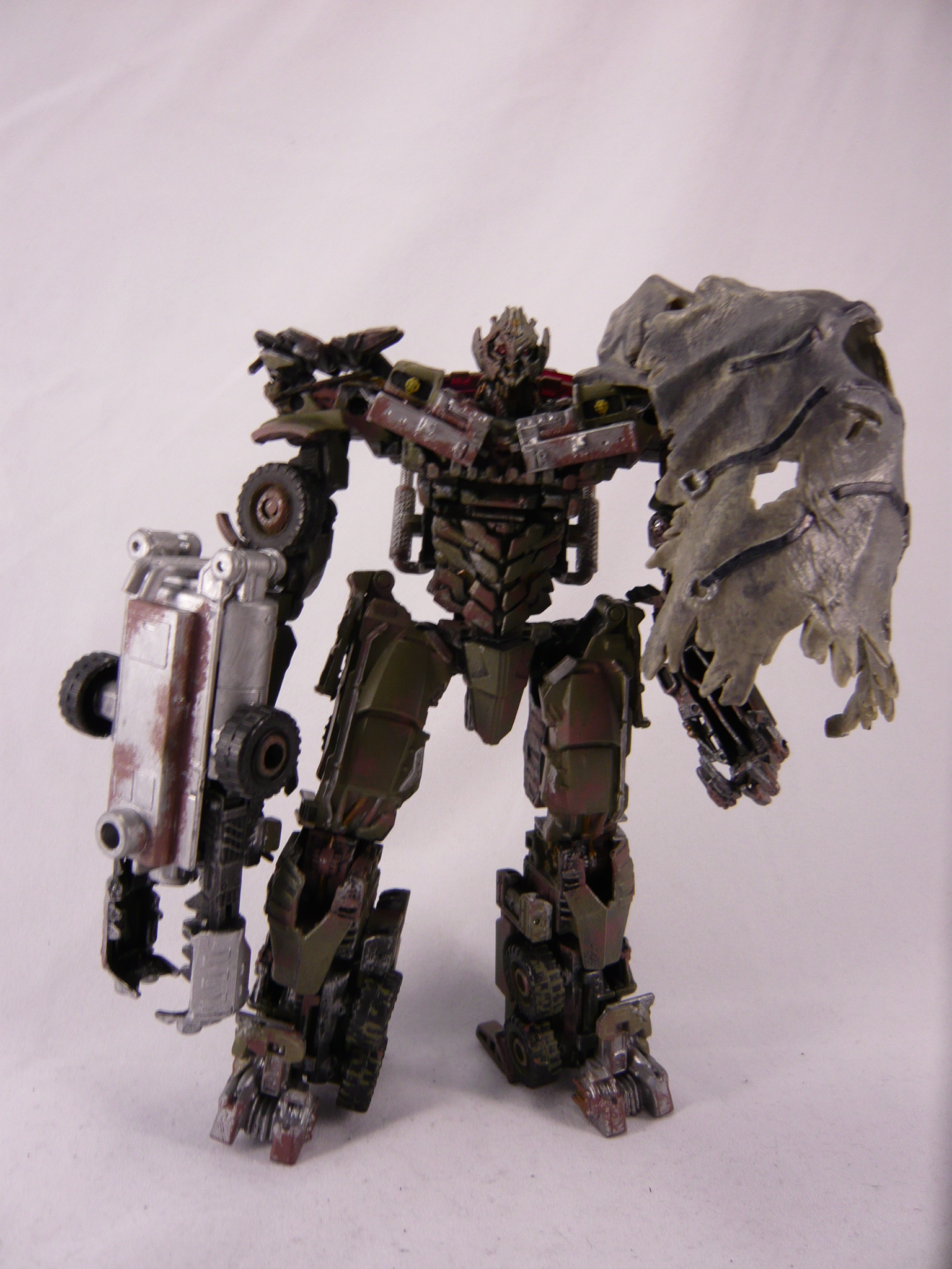 Pictorial Review of DOTM Voyager Megatron-p1130823.jpg