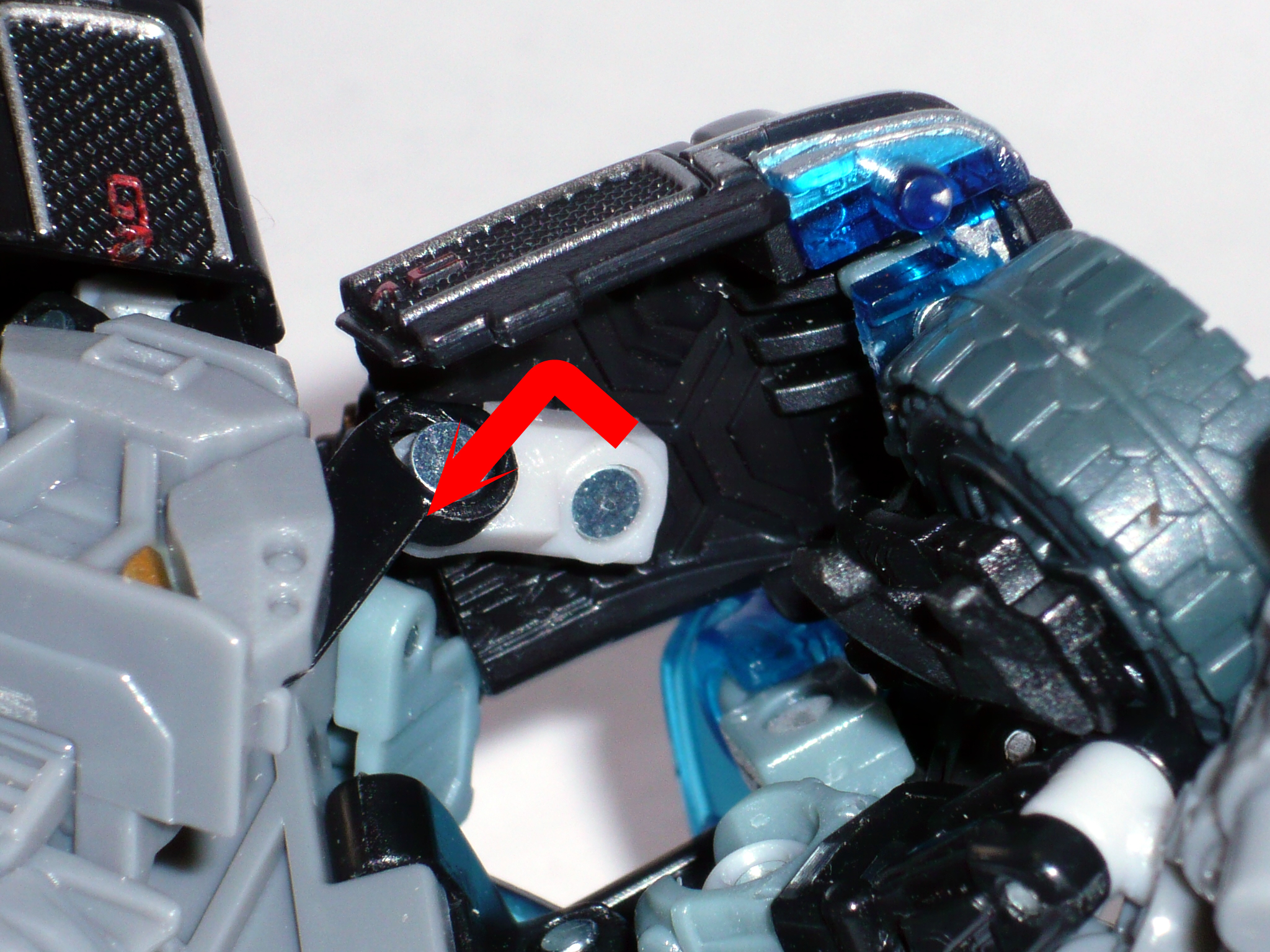 Hip/Stomach Fix/Mod for DotM Voyager Ironhide-p1130885.jpg