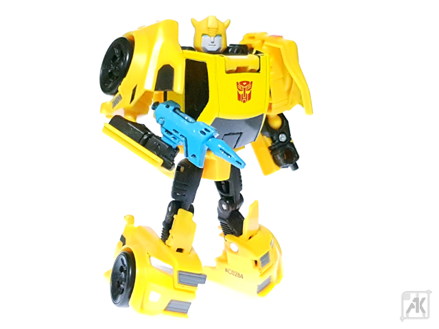 (Painted) TR Bumblebee Blaster - Small - with TR Bumblebee Robot Mode 11.png