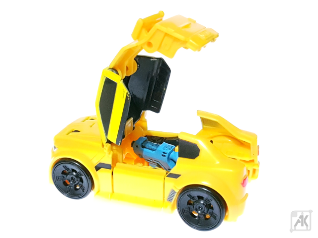 (Painted) TR Bumblebee Blaster - Small - with TR Bumblebee Vehicle Mode 3.png