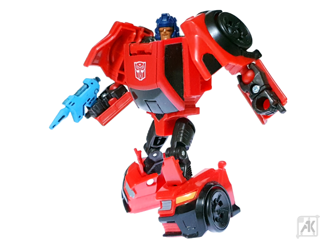 (Painted) TR Bumblebee Blaster - Small - with TR Roadburn Robot Mode 7.png