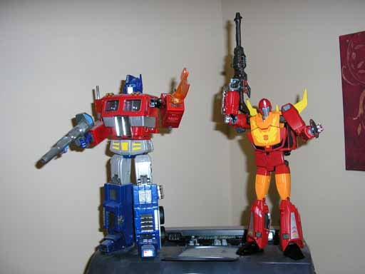 "Masterpiece Rodimus Hip Mod: add 1/4"" height-prime_rod_comp.jpg"
