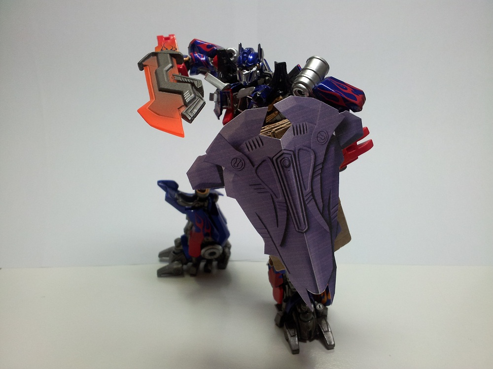 Optimus Trailer/Weapons Cache-shield-8cm-01.jpg