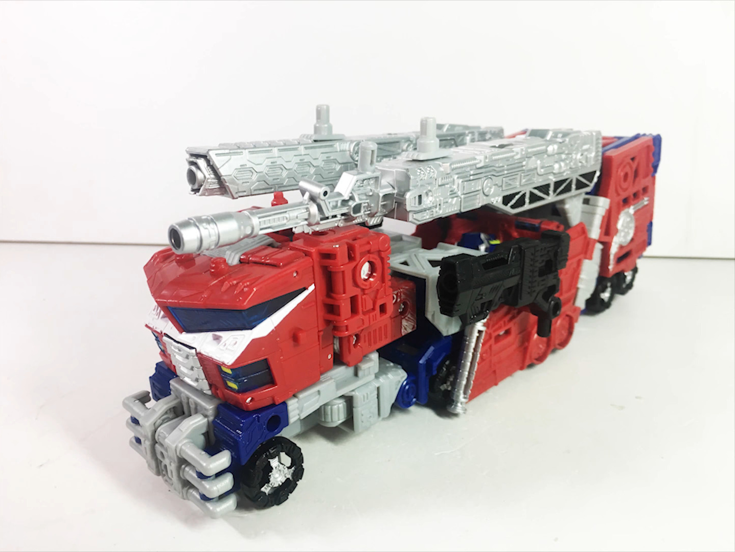 Siege Leader Optimus Prime-01.jpg