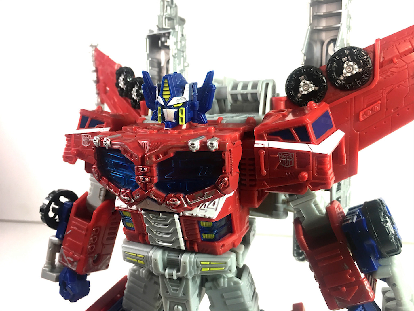Siege Leader Optimus Prime-06.jpg