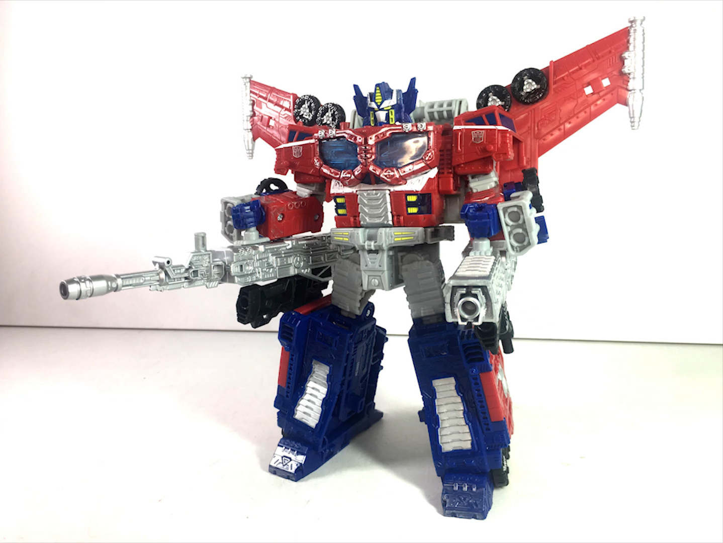 Siege Leader Optimus Prime-08.jpg