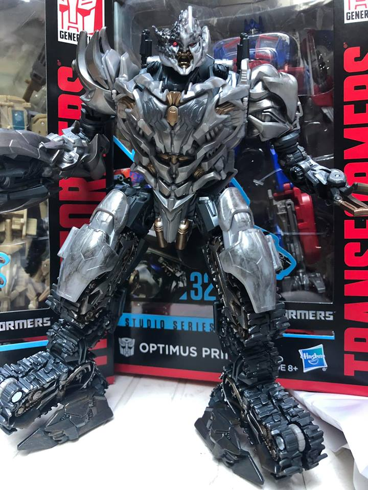 SS-31 ROTF Megatron In-Hand Images-02.jpg