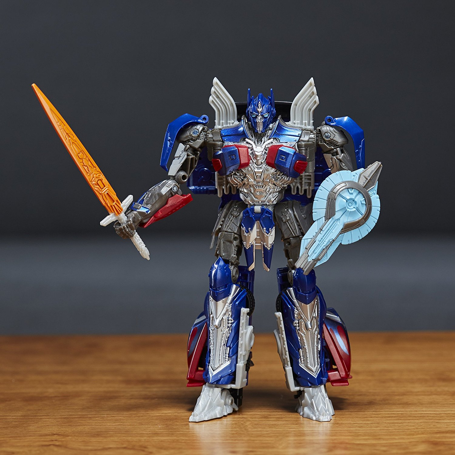 Transformers-5-The-Last-Knight-Voyager-Class-Optimus-Prime-03.jpg