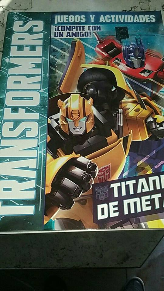 Transformers Evergreen Activity Book Latin America-01.jpg
