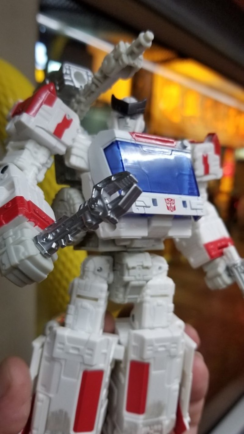 Transformers Siege Ratchet In Hand Photos With Side by Side Comparison (1)__scaled_800.jpg